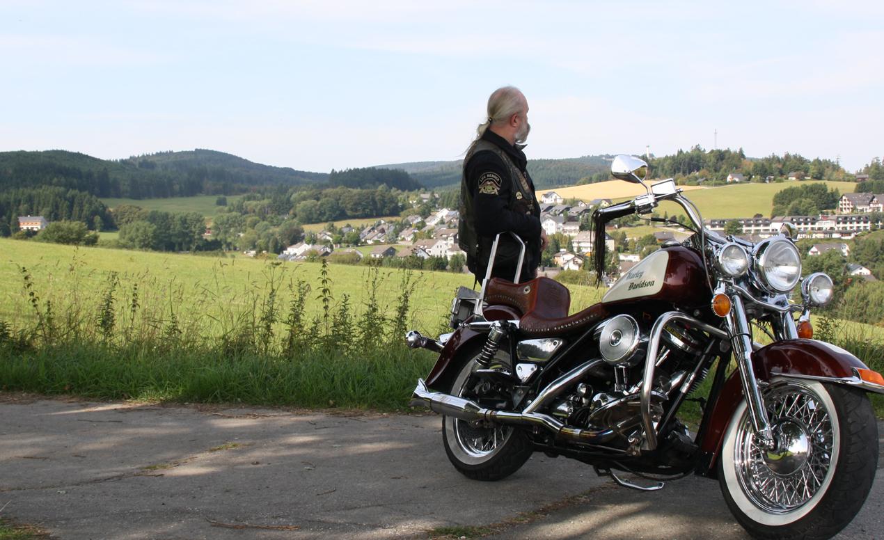 Motorradtour Pause Ortsansicht Usseln