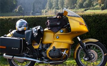 Motorradtour auf der goldenen BMW R 100 RS