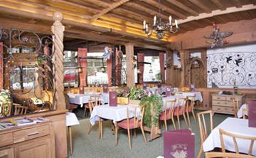 Rustikale Gaststube des Sauerländer Hofs in Willingen