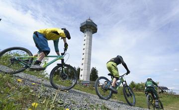 Radfahrer auf dem Ettelsberg in Willingen