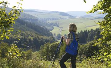 Wanderin auf Wandertour durchs Upland